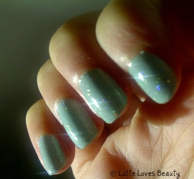 NOTD: ELF Mintcream + hologlitters