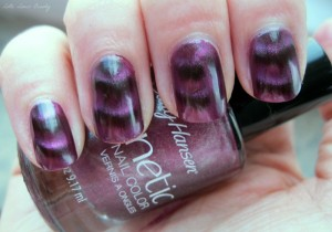 Sally Hansen Magnetic Nail Colors in 905 Red-y Response en 906 Ionic Indigo