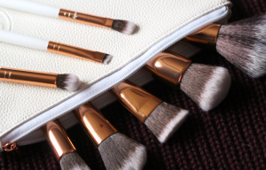 Boozy Cosmetics Rosé Golden Jewelry Brush Set
