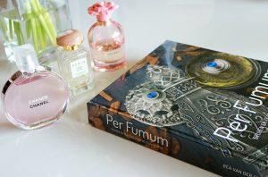Parfumboek 'Per Fumum': voor de parfum- én beautyboekliefhebber